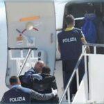 """مطار النفيضة: وصول 48 """"حارقا"""" تونسيا مُرحّلين من إيطاليا"""