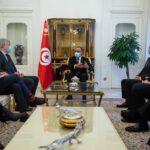 المشيشي يجتمع بكفاءات طبية تونسية في باريس