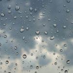 طقس اليوم: انخفاض ملحوظ في درجات الحرارة وأمطار متفرقة