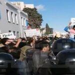 من شعاراتها إسقاط النظام: نواب من حركة الشعب يشاركون في الاحتجاجات أمام البرلمان /فيديو