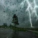 طقس اليوم: أمطار رعدية وانخفاض في الحرارة ورياح قوية