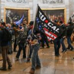 شرطة واشنطن: مقتل 4 أشخاص في اقتحام مبنى الكونغرس والعثور على قنبلتين وزجاجات حارقة