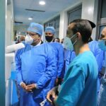 بعد تعرّضه لوعكة صحية: المشيشي يعود الحبيب الصيد بالمستشفى العسكري