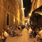 غرفة أصحاب المقاهي تدعو لإلغاء حظر الجولان في رمضان