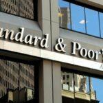 عاجل / ستاندرد آند بورز : عجز الحكومة عن خلاص الديون يؤدي الى خسارة رأس مال القطاع البنكي