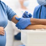 منظمة الصحّة العالميّة: لقاحات كورونا آمنة للحامل والمرضع ولا تُسبّب العُقم