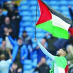 غاب عن قائمة المرشّحين لجائزة أفضل لاعب: هل  عُوقب رياض محرز بسبب علم فلسطين؟