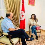 الفنانة لطيفة العرفاوي تتبرع بـ100 جهاز أوكسيجين لمستشفيات تونس